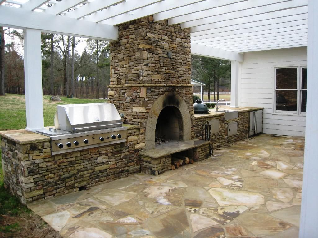 DIY Outdoor Fireplace and Pizza Oven